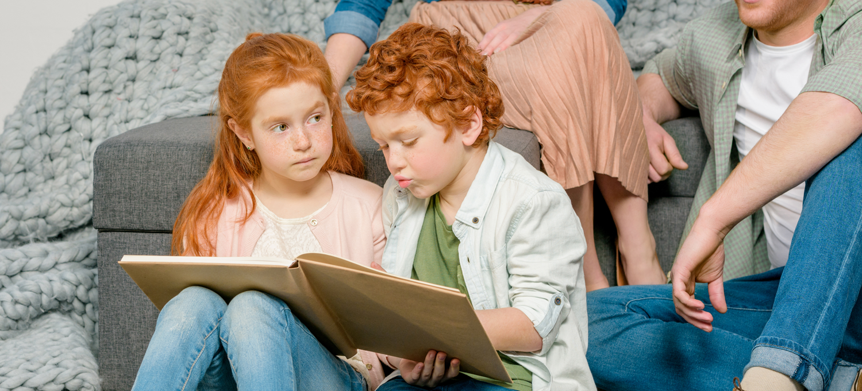 To børn der læser