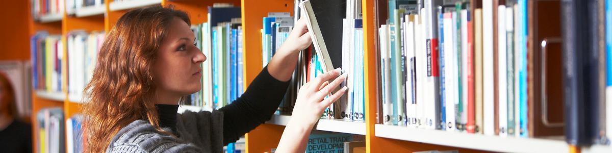 Foto: Låner finder bog