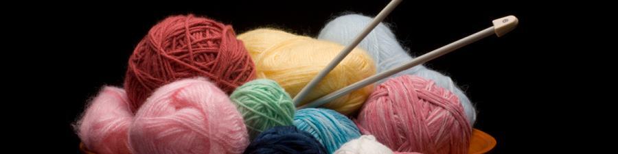 Skål med strikketøj